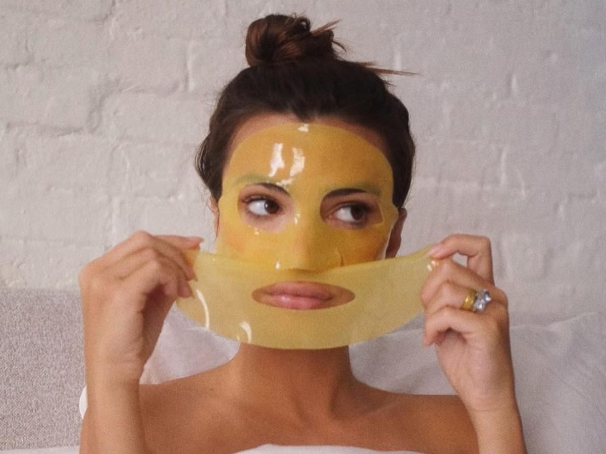 Η Emily Ratajkowski εθίστηκε τόσο στις μάσκες στην καραντίνα ώστε απέκτησε τις δικές της!