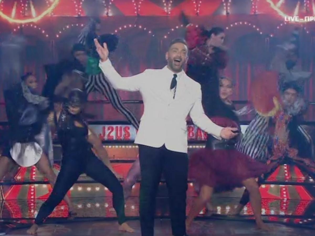 J2US: Η εντυπωσιακή πρεμιέρα του show τραγουδιού – Ο Νίκος Κοκλώνης τραγούδησε… Βασίλη Καρρά (vids)
