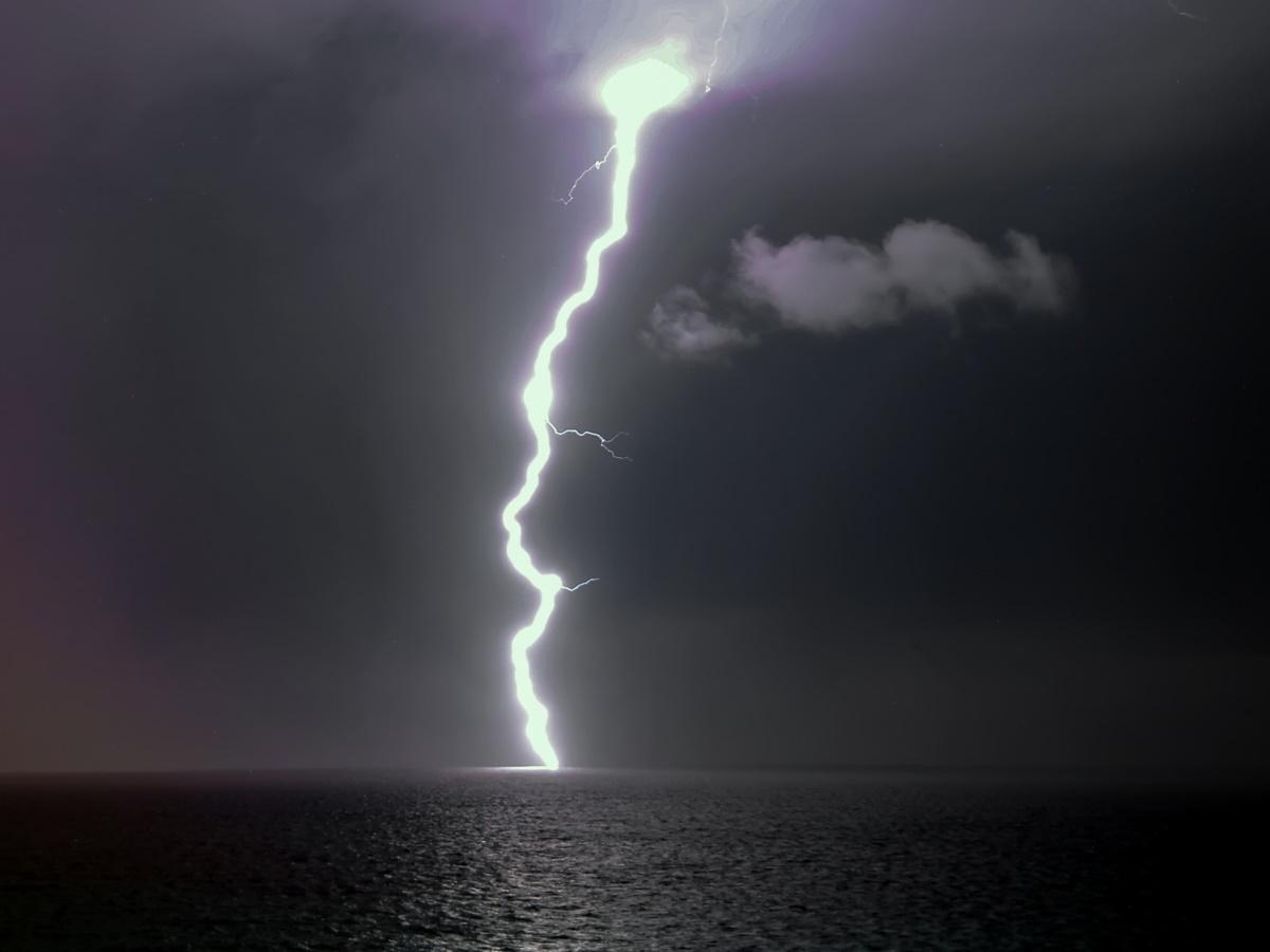 Καιρός αύριο: Βουτιά της θερμοκρασίας – Πού θα ρίξει βροχές και καταιγίδες