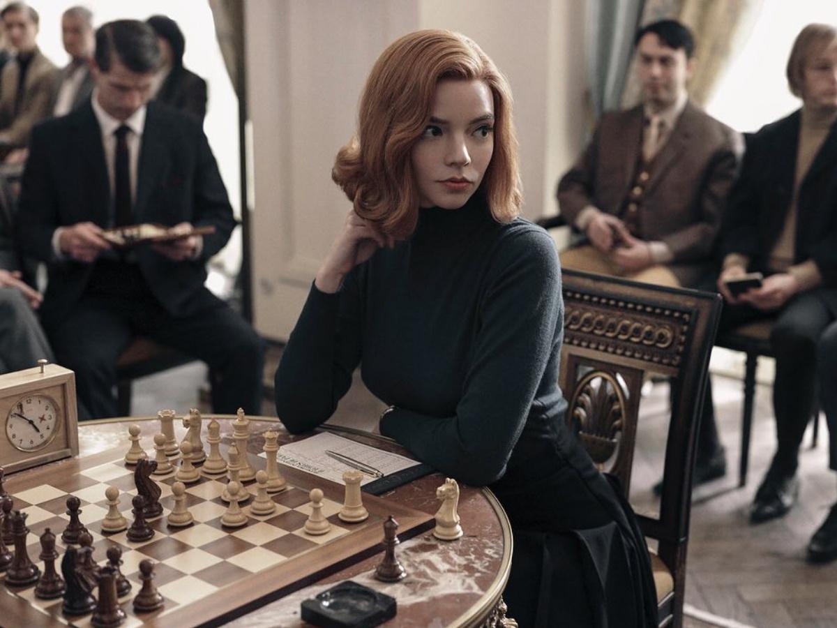 The Queen's Gambit: τι άρωμα φοράει η πρωταγωνίστρια της πιο πολυσυζητημένης σειράς τώρα!
