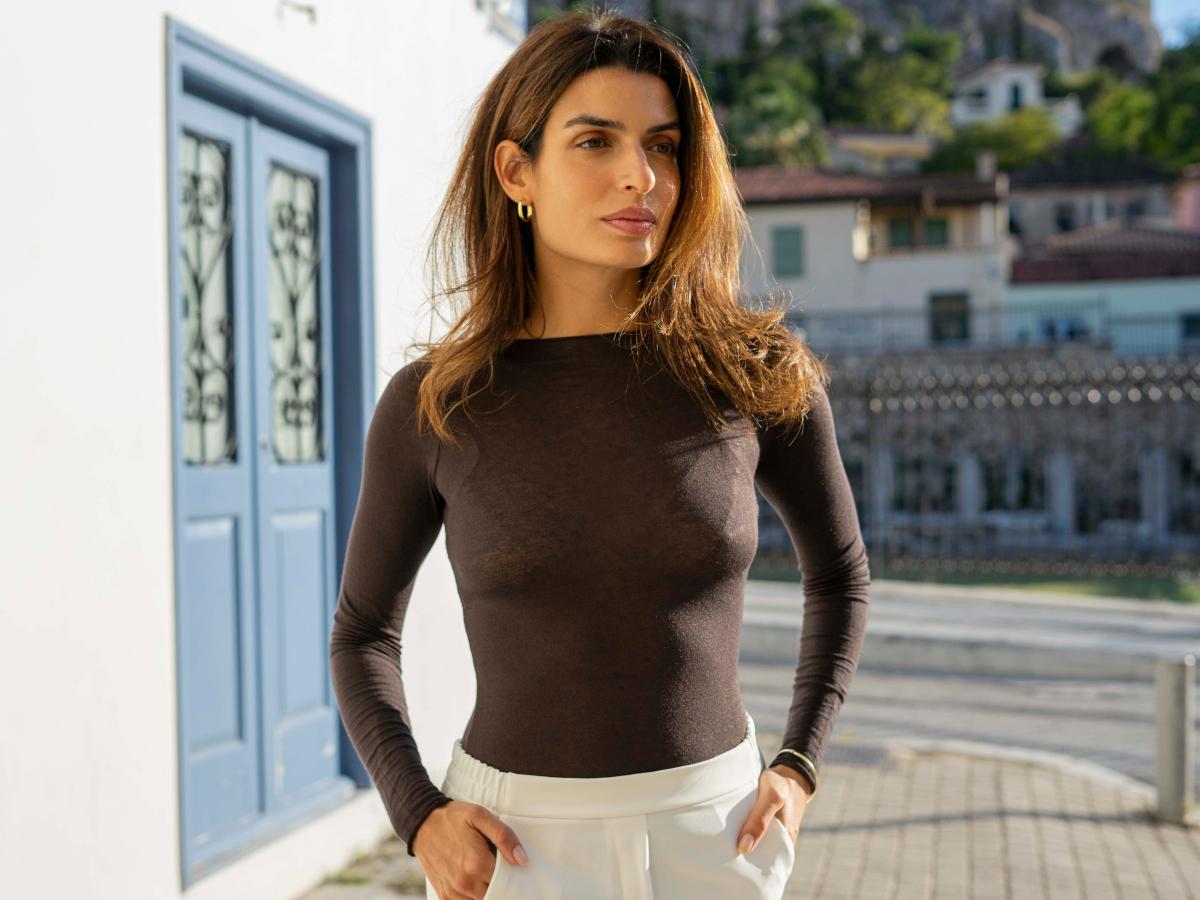 H Τόνια Σωτηροπούλου φόρεσε την μπλούζα που θα συνδυάσεις φέτος με όλα σου τα σύνολα!