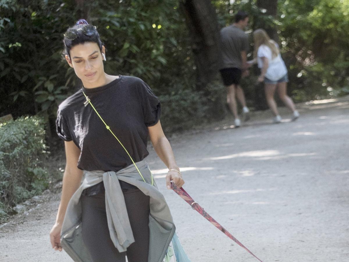 Τόνια Σωτηροπούλου: Πρωινή βόλτα με casual look μαζί με τον τετράποδο φίλο της! Φωτογραφίες