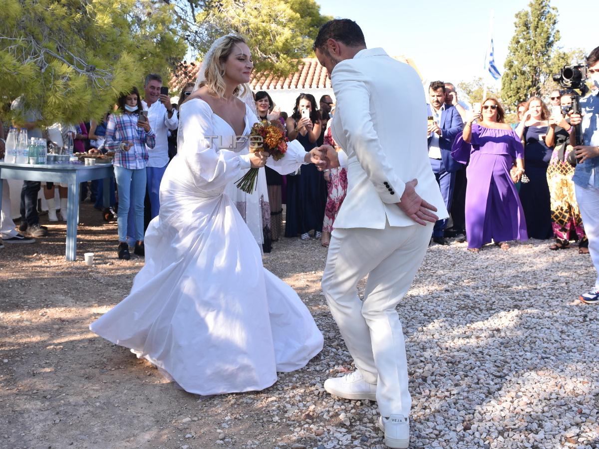 Ελεωνόρα Ζουγανέλη – Σπύρος Δημητρίου: Ο πρώτος χορός μετά το γάμο τους (pics + video)