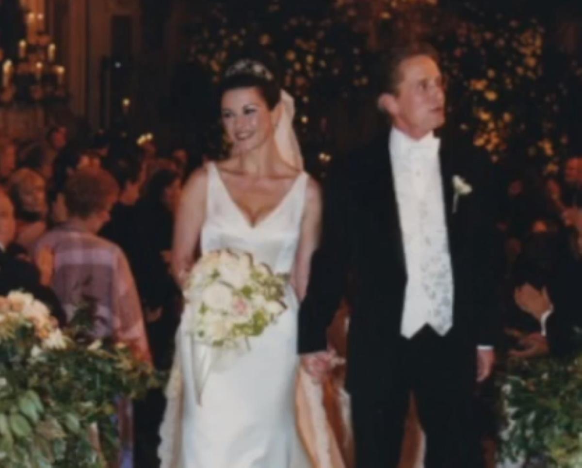 "Catherine Zeta Jones: Γιορτάζει τα 20 χρόνια γάμου με τον Michael Douglas με ένα βίντεο από τη ζωή τους! ""Σ΄αγαπώ όπως τότε"""