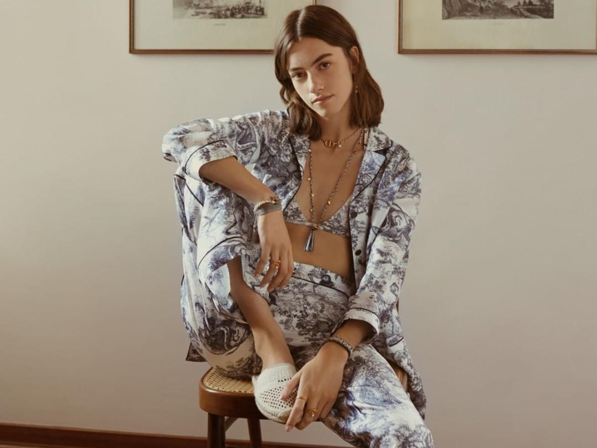 Ο οίκος Dior λανσάρει για πρώτη φορά στην ιστορία του συλλογή με… πιτζάμες!