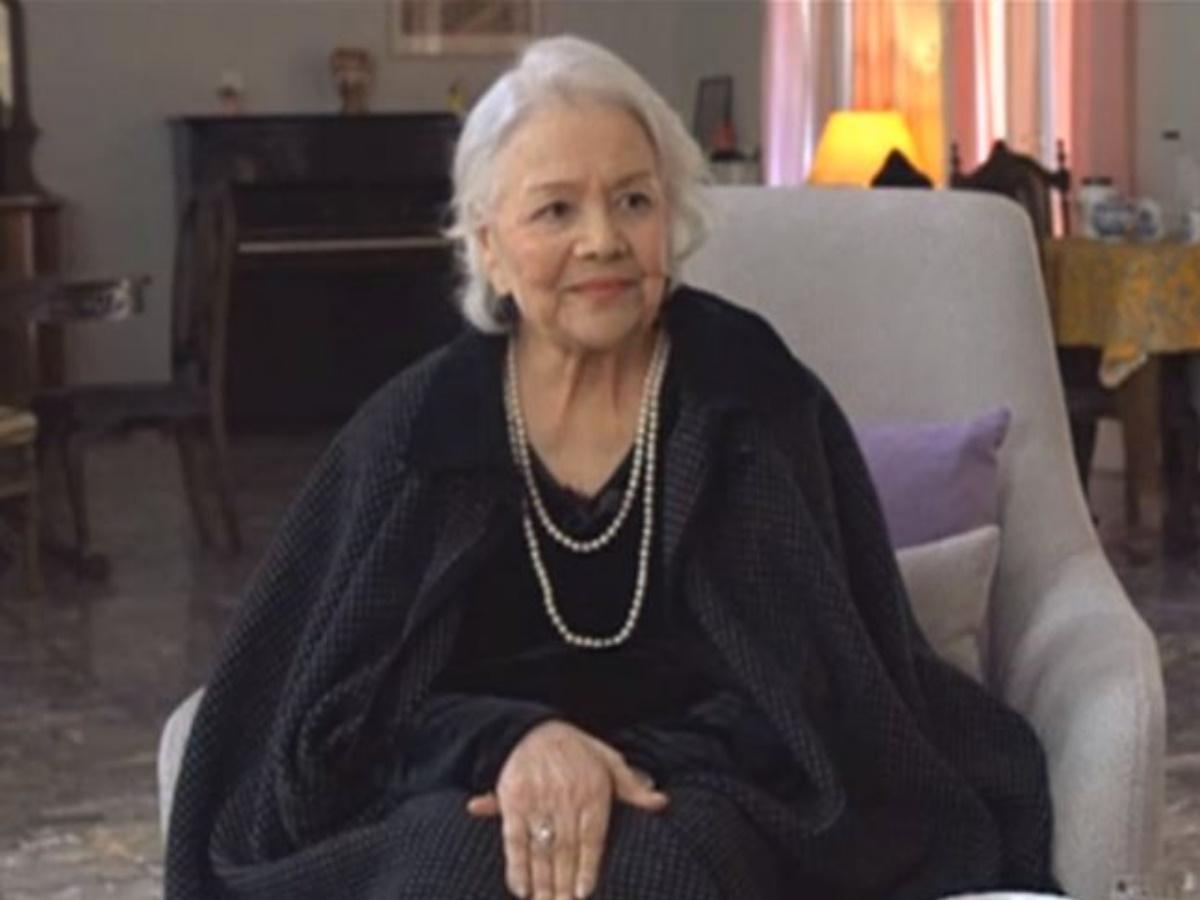 Συγκινημένη η Μαίρη Λίντα γιόρτασε τα 85α γενέθλιά της στο Γηροκομείο