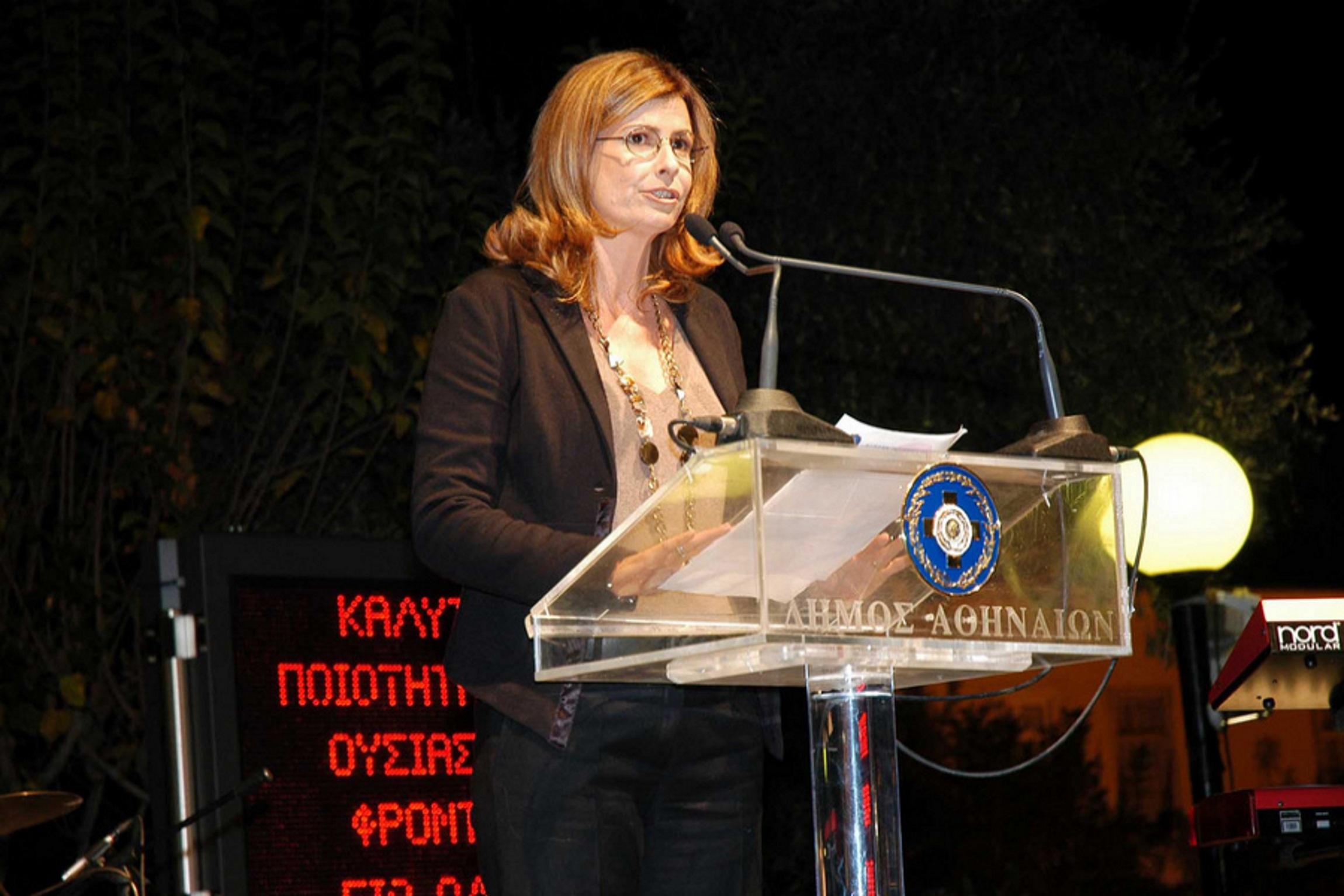 """Αλεξία Έβερτ: Ο Κώστας Μπακογιάννης ζήτησε την παραίτησή της για τη φράση """"Κατσαρίδες και τρωκτικά"""""""