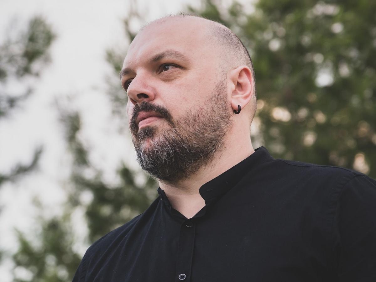 """Δημήτρης Μπέλλος – Συγκινεί πρώην συνάδελφός του: """"Πρόλαβε μόνο να βγάλει μία φωτογραφία αγκαλιά με την κόρη του…"""" (video)"""