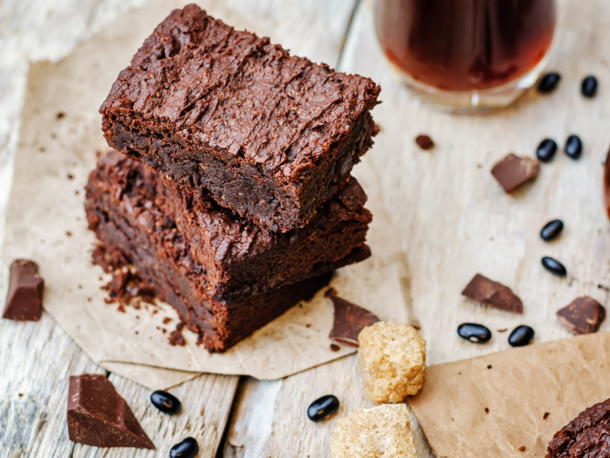 """Συνταγή για """"πειραγμένα"""" brownies με μαυρομάτικα φασόλια"""