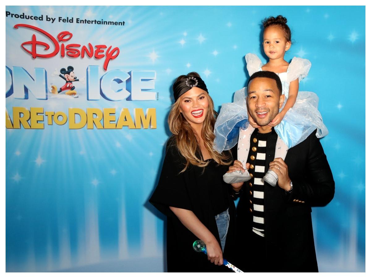 Η τετράχρονη Luna έβαψε την Chrissy Teigen και τον John Legend και το έκανε τέλεια!