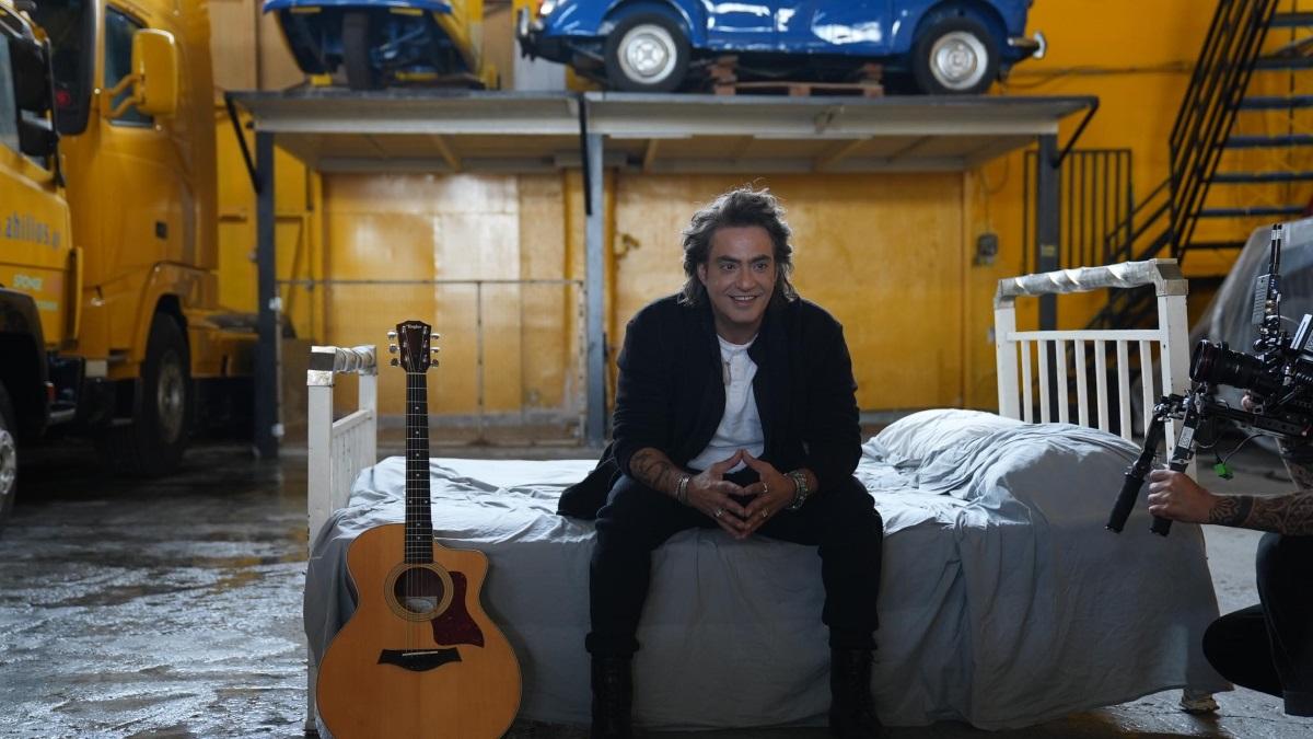 Διονύσης Σχοινάς – «Ξύπνησα Κάπως»: Backstage φωτογραφίες από τα γυρίσματα του νέου video clip του