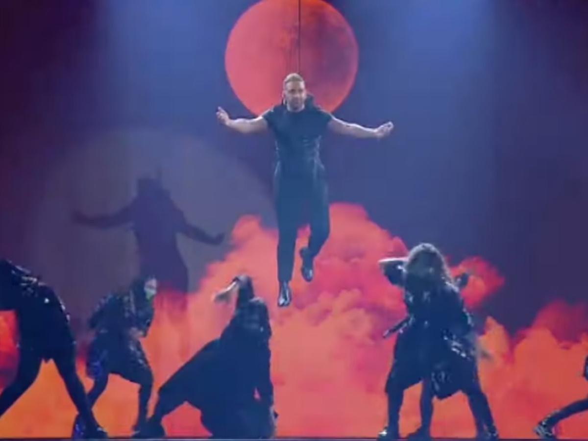 J2US: Επέστρεψε Covid-free! Η λαμπερή έναρξη του show τραγουδιού με τον ιπτάμενο Νίκο Κοκλώνη(video)