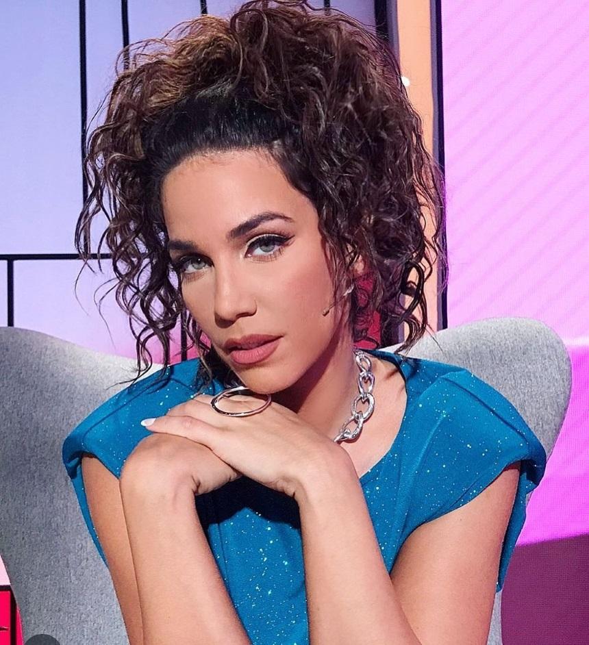 """Πασίγνωστη Ελληνίδα τραγουδίστρια αποκάλυψε: """"Στην καραντίνα πήρα 10 κιλά"""""""