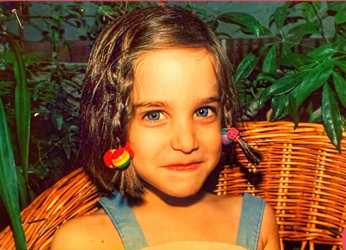 Αναγνωρίζεις το όμορφο κοριτσάκι της φωτογραφίας; Είναι γνωστή Ελληνίδα ηθοποιός (pic)