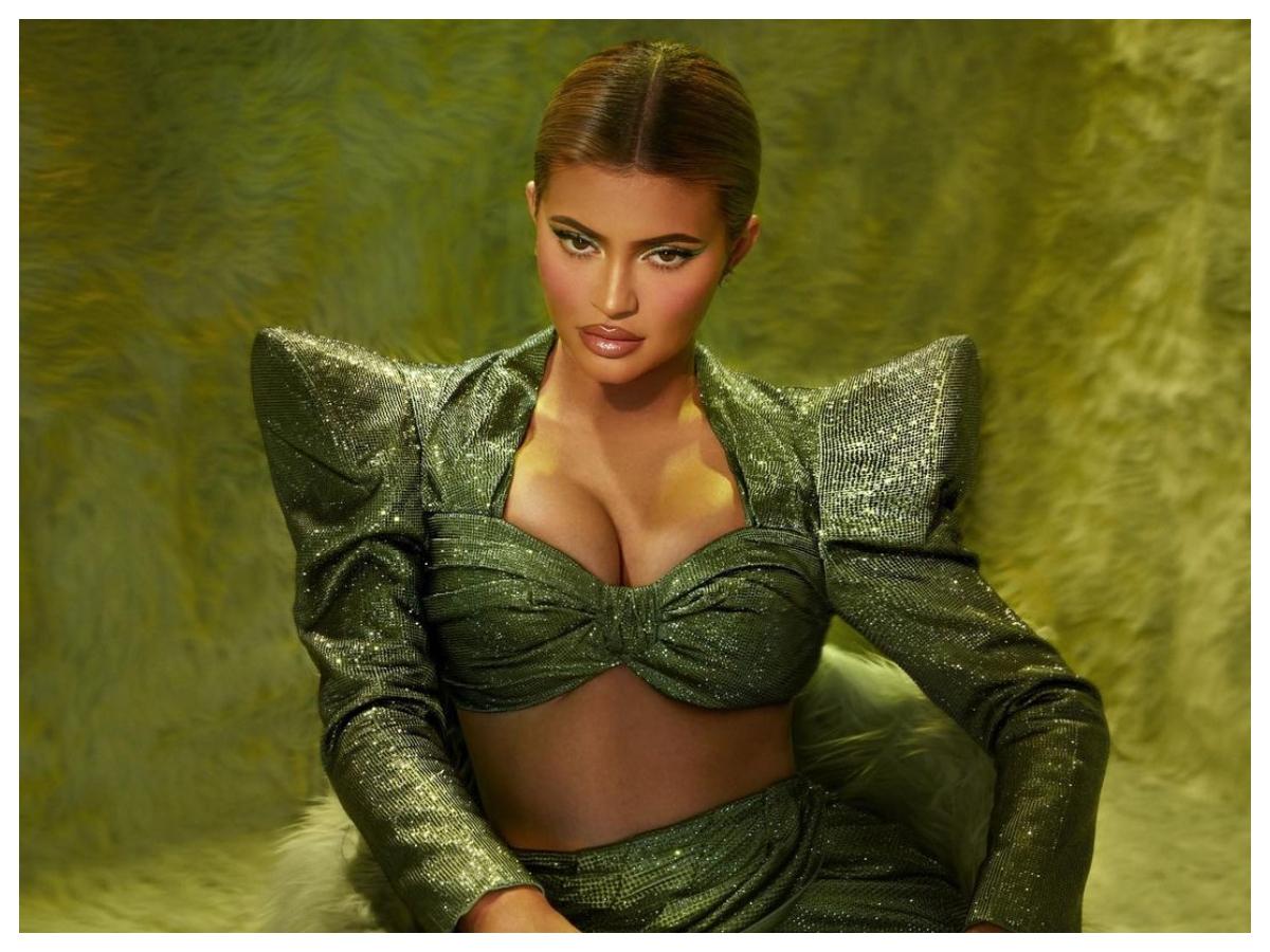 Η χριστουγεννιάτικη συλλογή των Kylie Cosmetics είναι εμπνευσμένη από ένα παιδικό παραμύθι! Μαντεύεις ποιο;