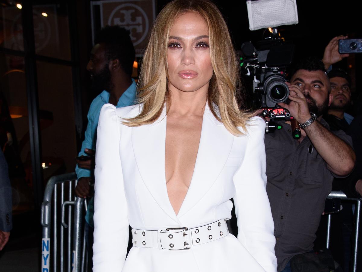 Η Jennifer Lopez συνδυάζει το πλεκτό της με τον πιο sexy τρόπο!