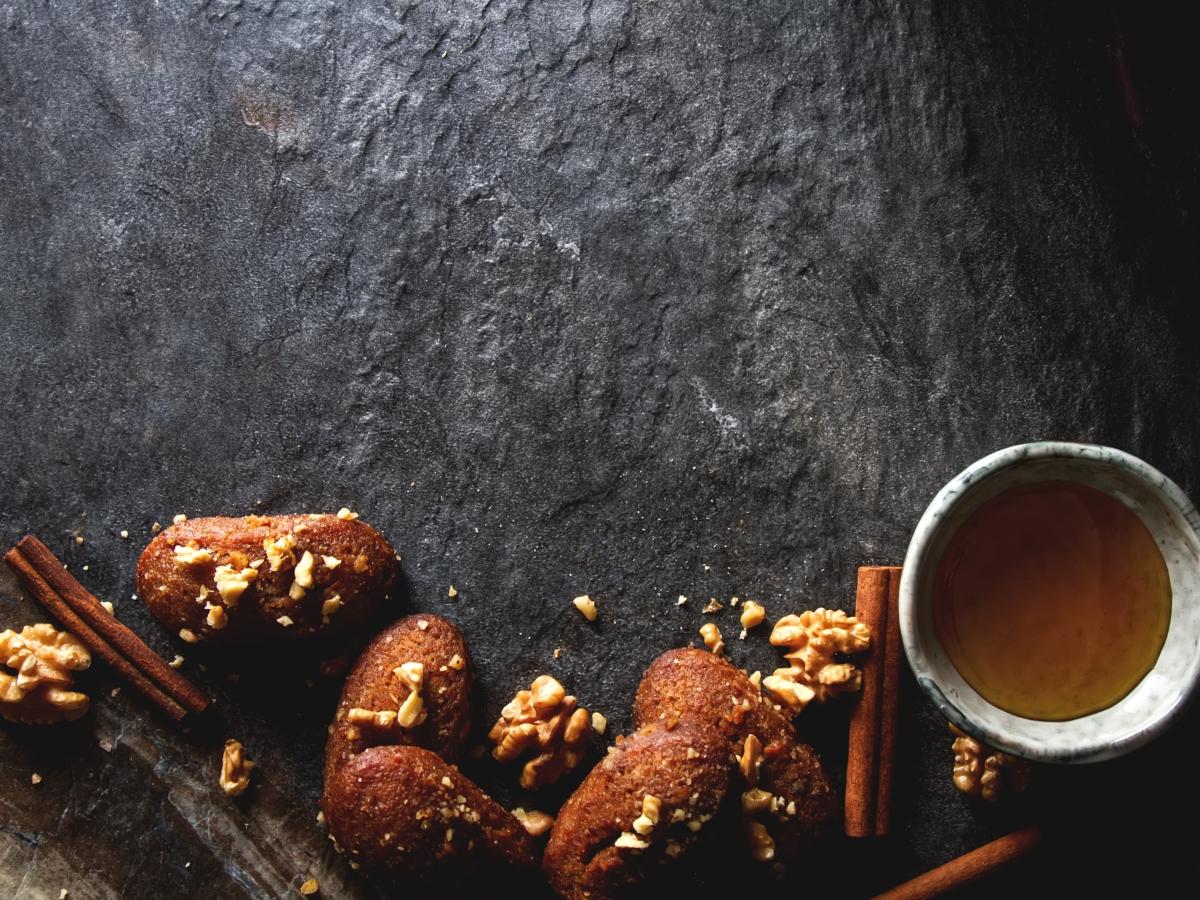 Συνταγή για μελομακάρονα από τον Pastry Chef Δημήτρη Μακρυνιώτη