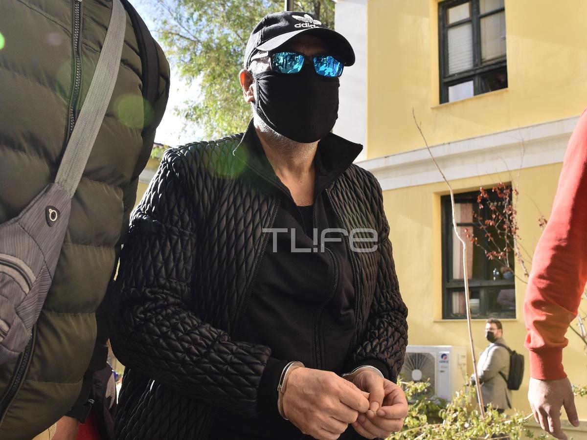 Νότης Σφακιανάκης: Στην Ευελπίδων με χειροπέδες, μετά τη χθεσινή σύλληψή του – Φωτογραφίες, video