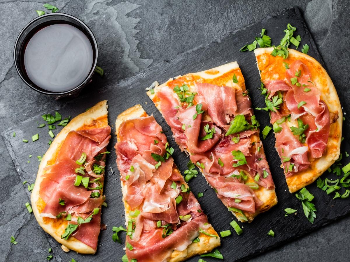 Συνταγή για πίτσα με προσούτο και ρόκα