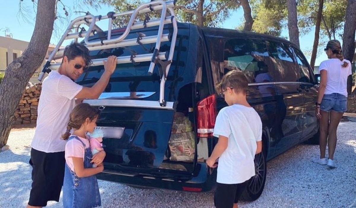 Σάκης Ρουβάς: Βόλτα με τα παιδιά στο βουνό! Ποια άγρια φρούτα μάζεψε για μαρμελάδα; βίντεο