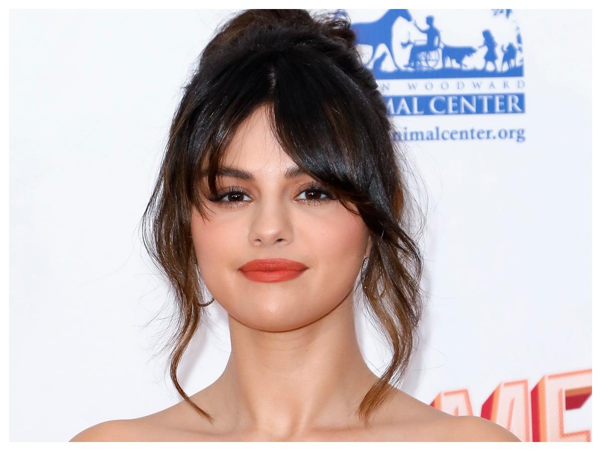 Αυτή η φωτογραφία της Selena Gomez θα σε κάνει να θες να βάψεις τα νύχια σου την ίδια στιγμή!