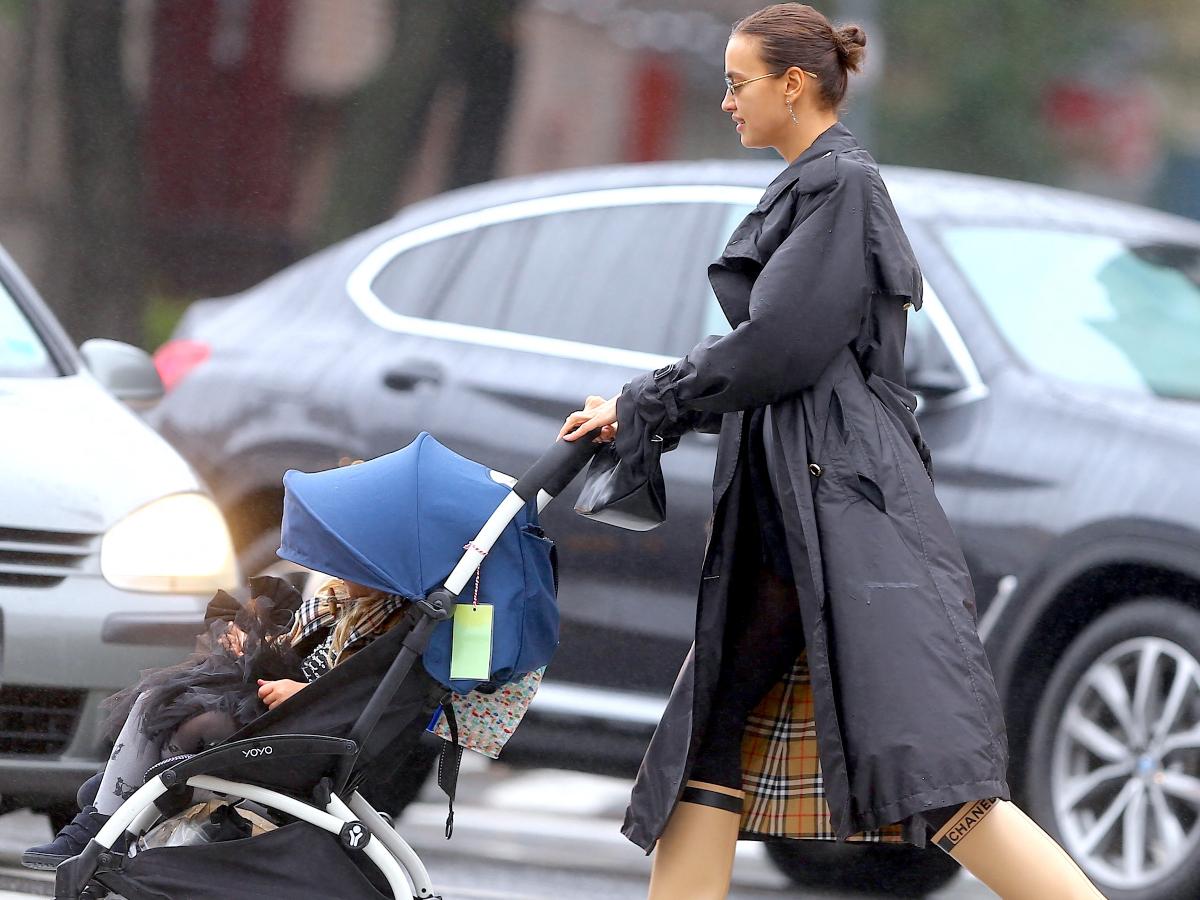 Η Irina Shayk έχει το πιο ωραίο mom στιλ!