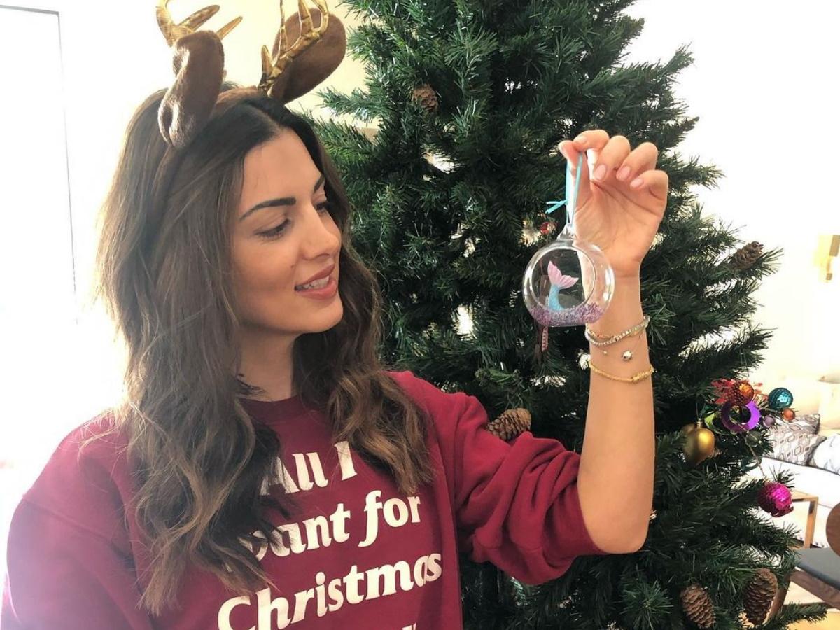 Σταματίνα Τσιμτσιλή: Στόλισε για τα Χριστούγεννα παρέα με τις μεγάλες της κόρες! (pics)