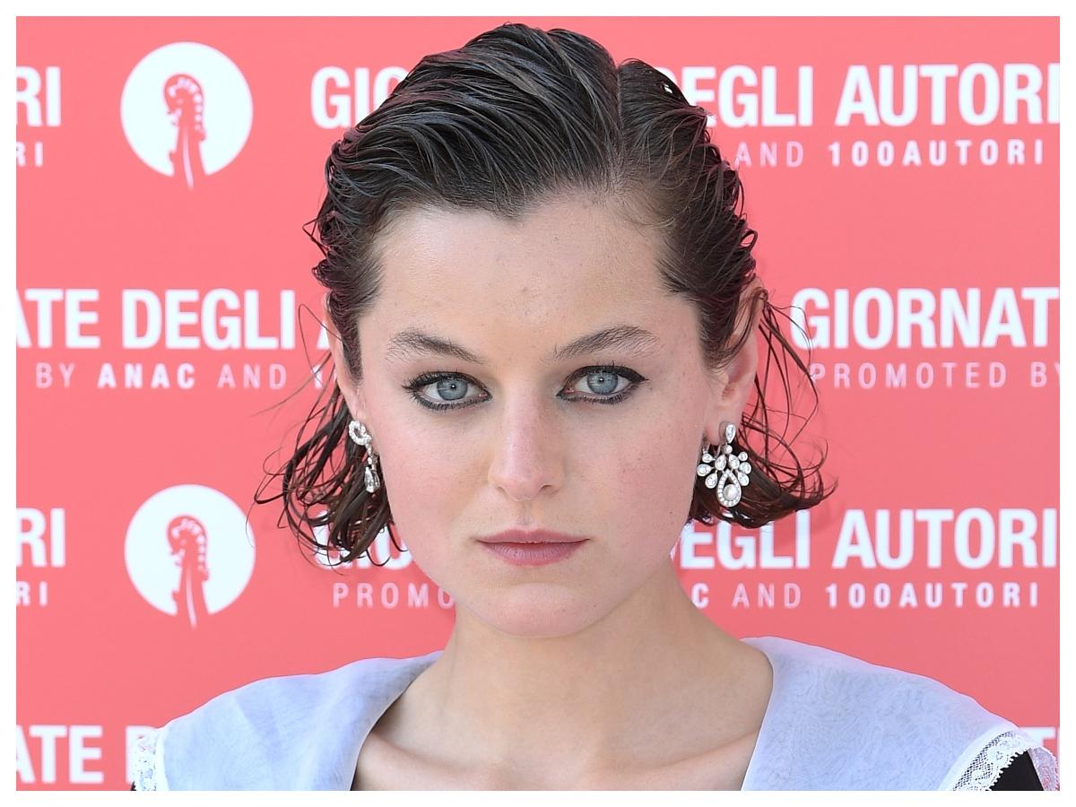 Emma Corrin: η πρωταγωνίστρια του The Crown σταμάτησε να ξυρίζεται από τότε που χώρισε!