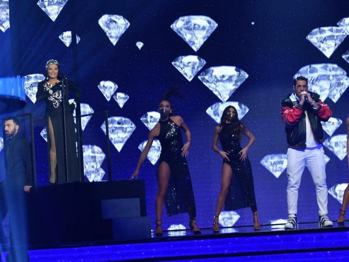 "J2US: Η Ζωζώ Σαπουντζάκη τραγούδησε το ""Diamonds are forever"" και αποθεώθηκε από το Twitter! (video)"