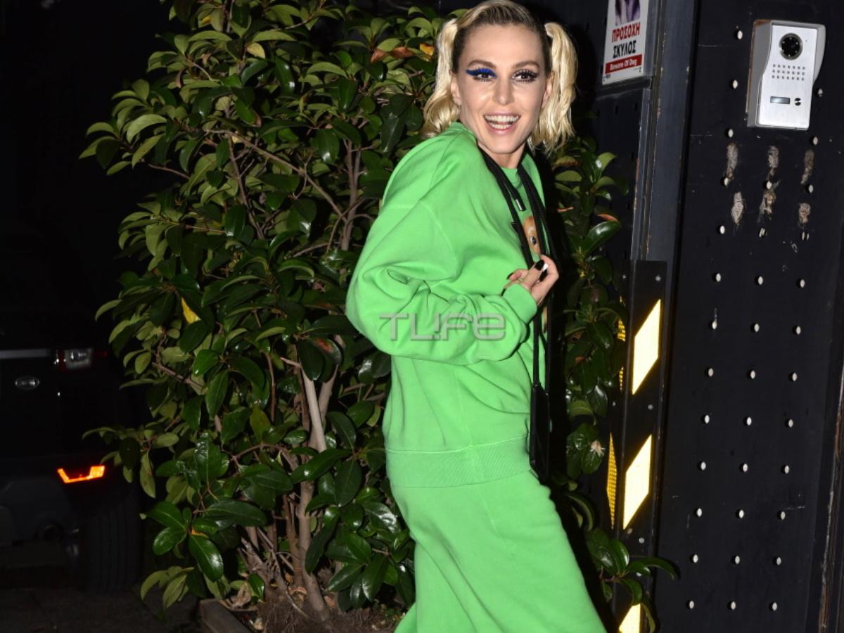 Tάμτα: Με chic casual look χαμογελά στον φακό του TLIFE! Όλες οι λεπτομέρειες για την εμφάνισή της στα Mad Awards (φωτογραφίες)