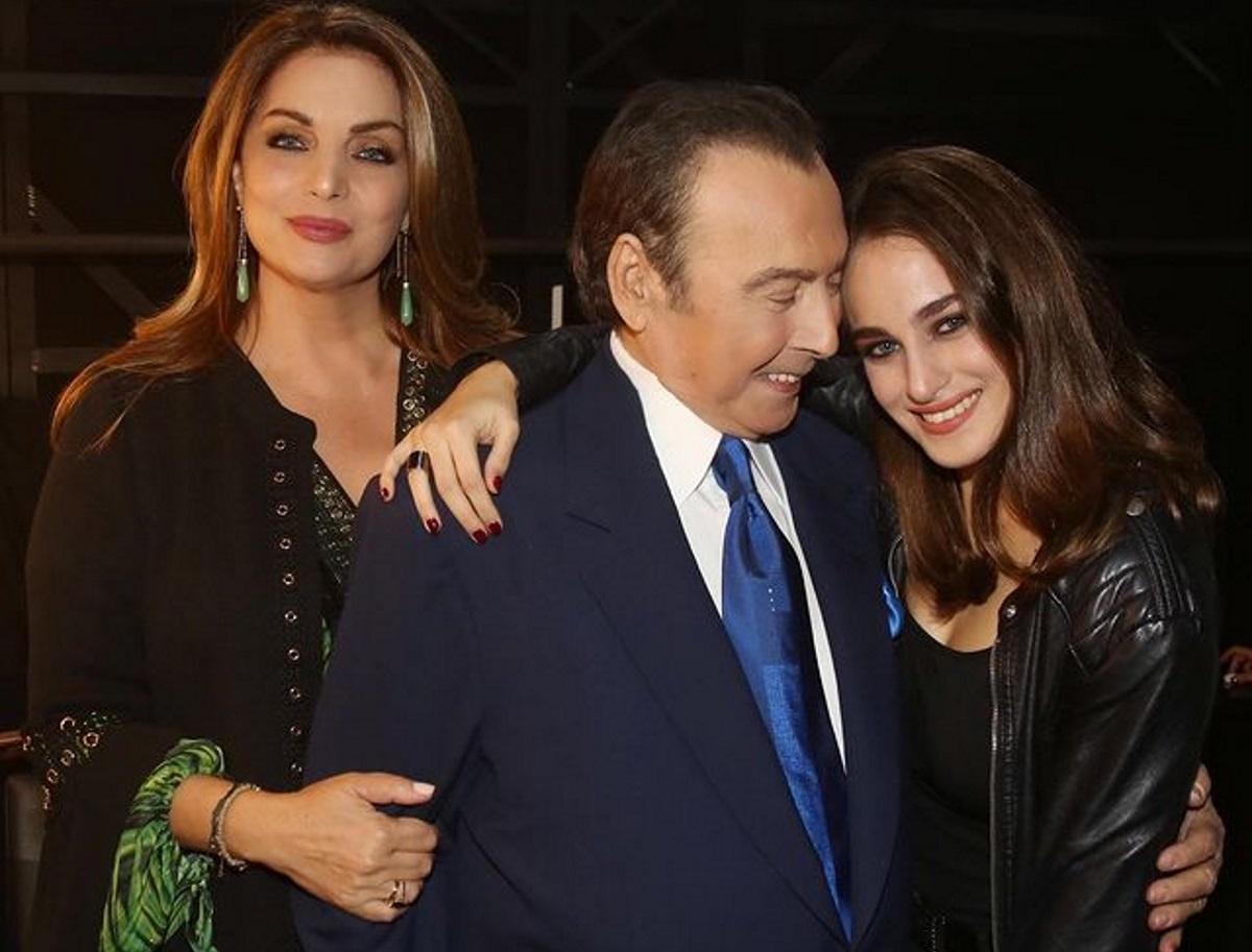 Τόλης Βοσκόπουλος – Άντζελα Γκερέκου: Η οικογενειακή φωτογραφία με την κόρη τους ανήμερα των Χριστουγέννων