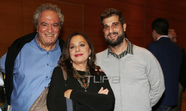 Χάρις Αλεξίου: Η σπάνια φωτογραφία με τον γιο της Μάνο Θεοφίλου, και η συνέντευξή της (βίντεο)