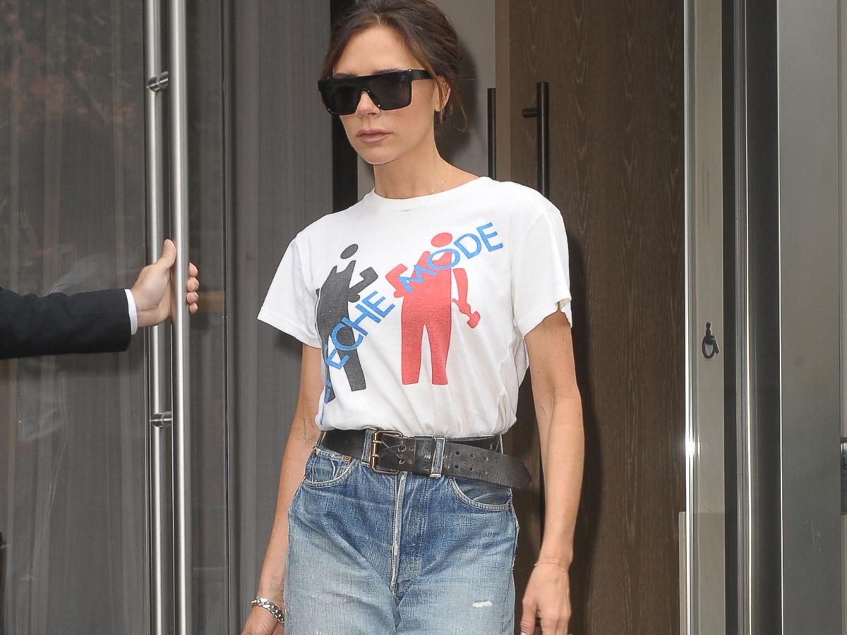 Η  Victoria Beckham σου δείχνει πως μεταμορφώνεις το τζιν σου σε party look!