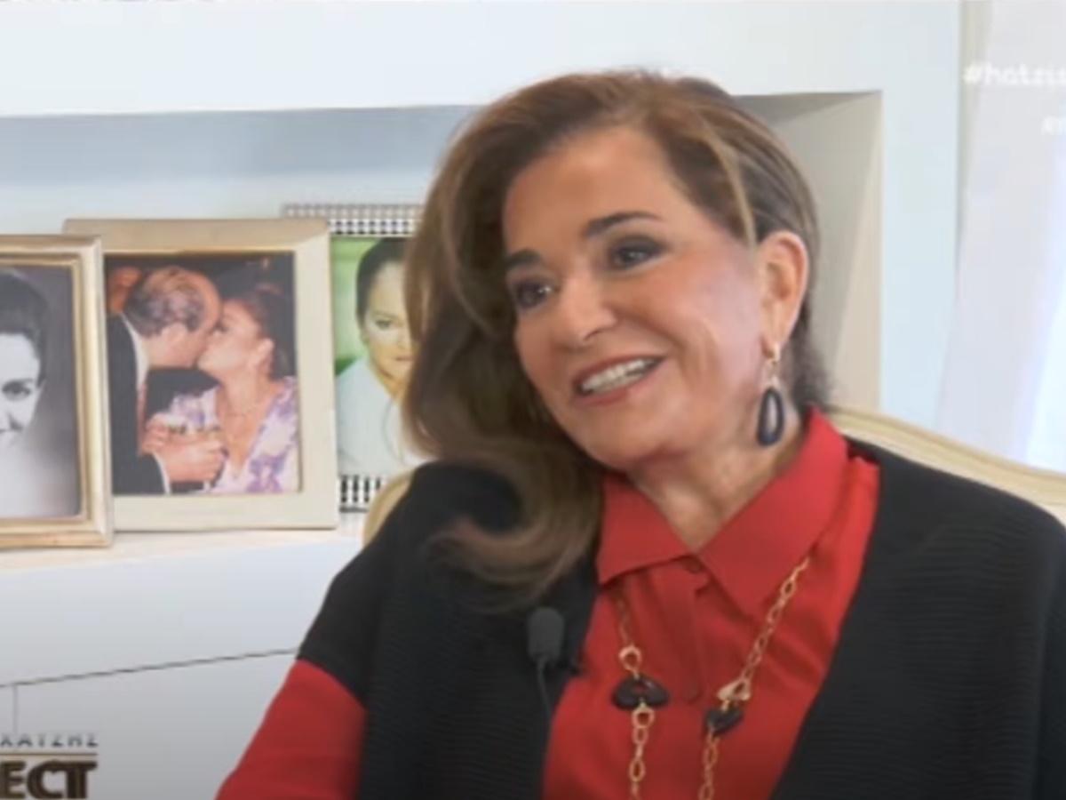 """Ντόρα Μπακογιάννη: """"Με δουλεύουν ακόμη και τα παιδιά μου για τα σοκολατάκια – Αυτοτρολάρομαι και εγώ""""! Τα λόγια καρδιάς για τη Σία Κοσιώνη! (video)"""