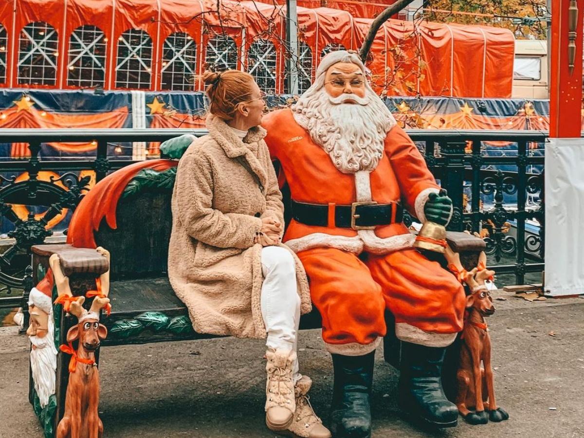 Μαρία Ηλιάκη: Ποζάρει μπροστά στο χριστουγεννιάτικο δέντρο της και αποκαλύπτει ποια θα είναι η φετινή της αγορά (pic)