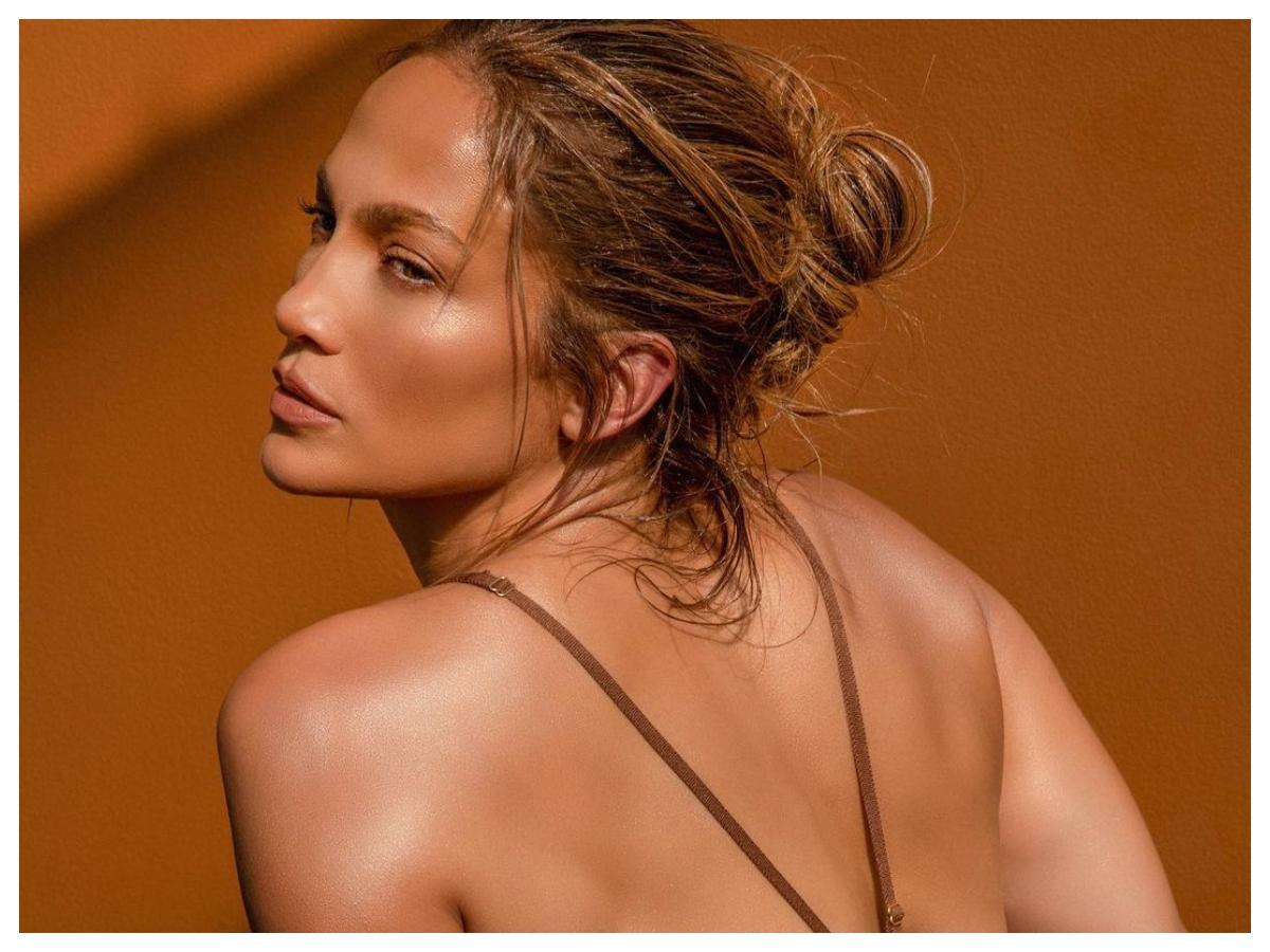 JLO: το βασικό συστατικό των καλλυντικών της είναι κάτι που στην Ελλάδα έχουμε άφθονο! Μαντεύεις;