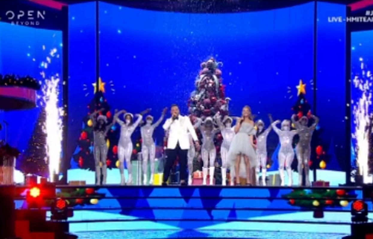 J2US: Η Λάουρα Καραΐσκου άφησε το backstage και ανέβηκε στη σκηνή – Το απολαυστικό ντουέτο με τον Νίκο Κοκλώνη