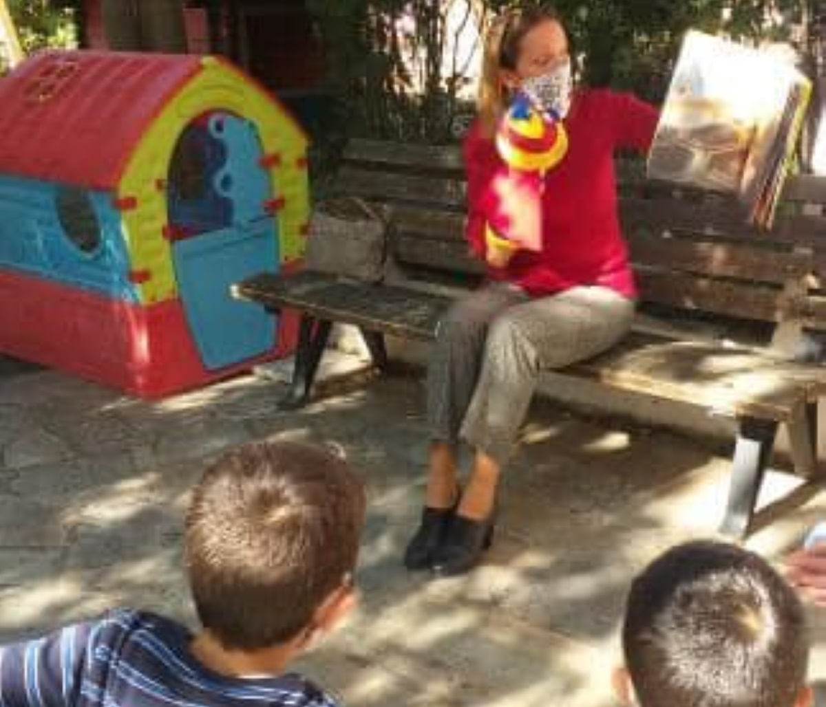 Παιδικά Χωριά SoS: Πριν το lockdown πήραν δώρα βιβλία από γνωστή συγγραφέα (pics)