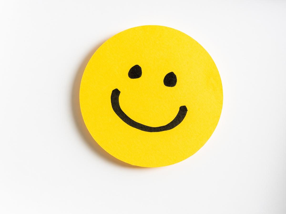 Μήπως σε πνίγουν οι αρνητικές σκέψεις; Σήμερα μαθαίνουμε πώς να σκεφτόμαστε θετικά