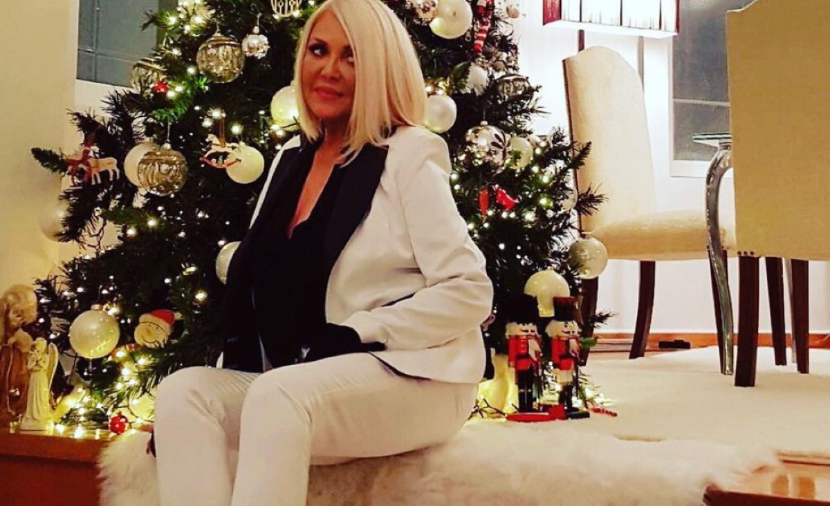 Ρούλα Κορομηλά: Μας δείχνει την αγαπημένη χριστουγεννιάτικη γωνιά στο σαλόνι της!