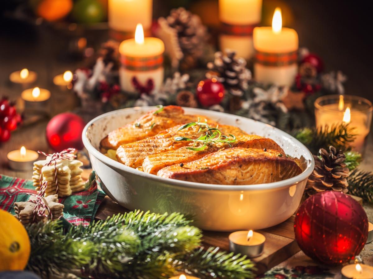 Συνταγή για γιορτινό σολομό στο φούρνο με μυρωδικά