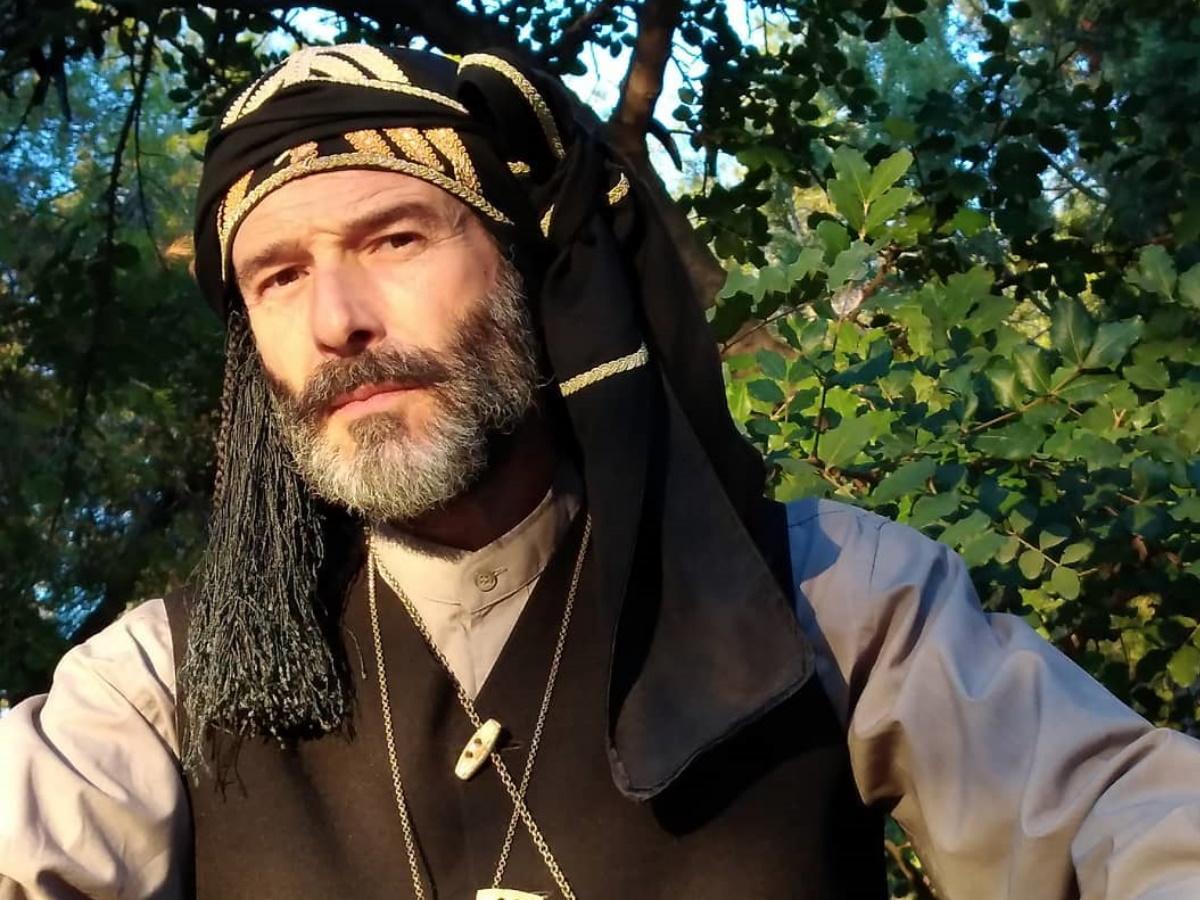 Θανάσης Ευθυμιάδης: Η νέα ενδιαφέρουσα ανάρτηση του ηθοποιού – Γιατί ιδρώνουν οι πατούσες μας;