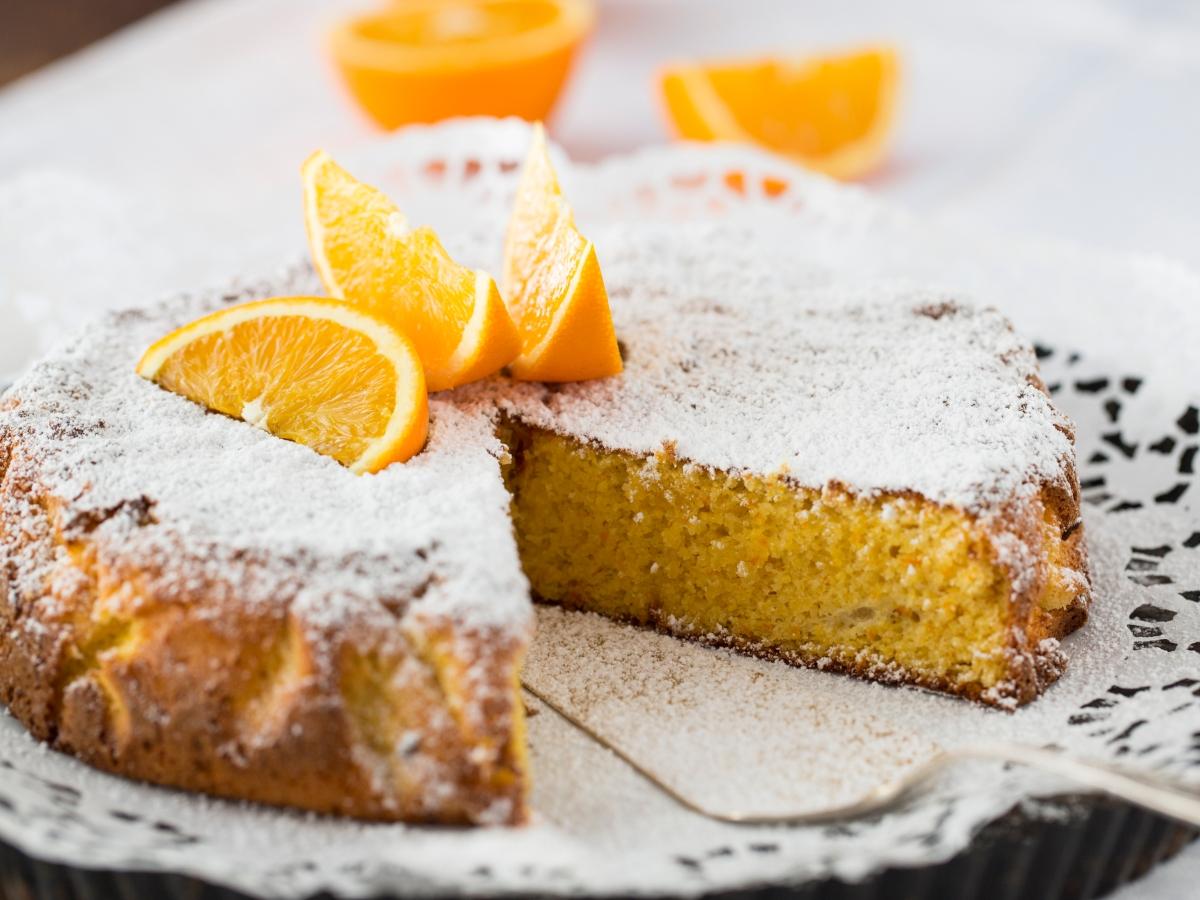 Συνταγή για ονειρική βασιλόπιτα με γιαούρτι και πορτοκάλι