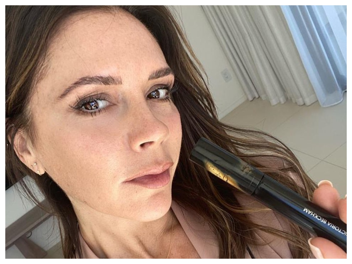 Victoria Beckham: Αυτά είναι τα τέσσερα πράγματα που ακολουθεί με ευλάβεια στο skincare routine της