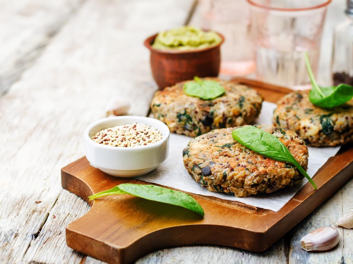 Συνταγή για σπιτικά μπιφτέκια από κινόα
