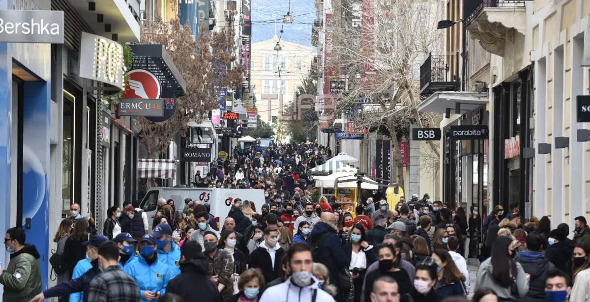 Χαμός και σήμερα Κυριακή στην Ερμού – Πλήθος κόσμου και ουρές για ψώνια – TLIFE φωτορεπορτάζ