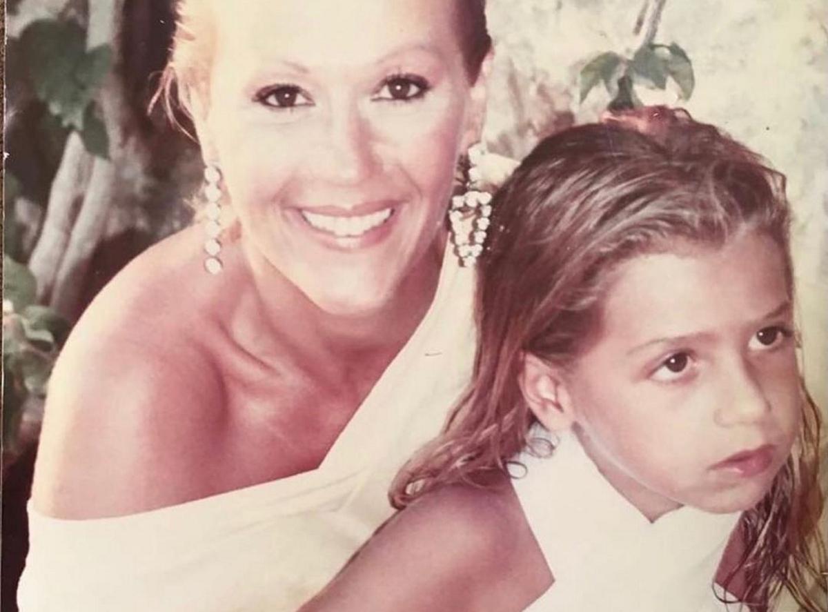 Ζωή Λάσκαρη: Σπάνια vintage φωτογραφία στο μαιευτήριο να ταΐζει την Μαρία Ελένη Λυκουρέζου