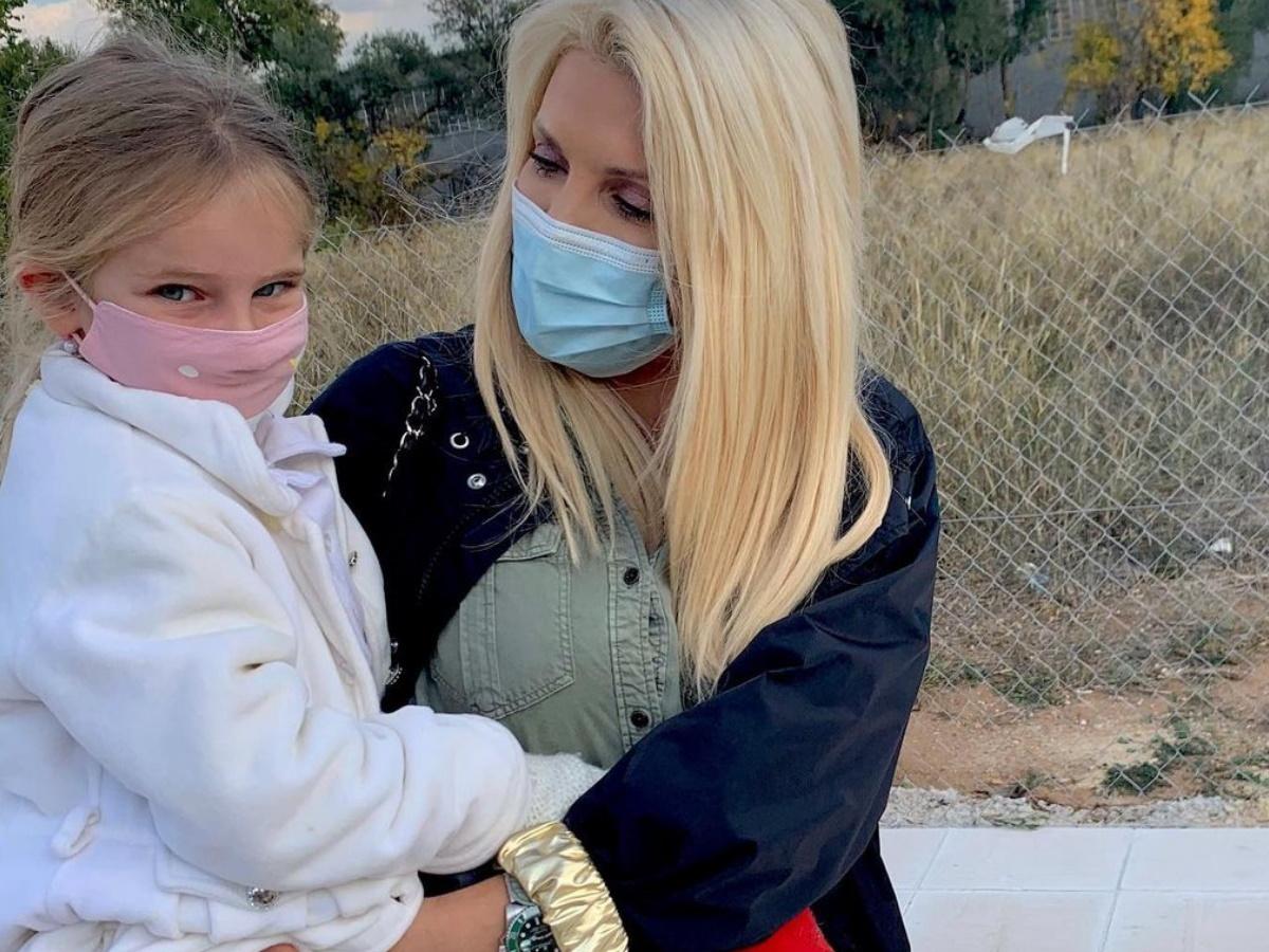 Ελένη Μενεγάκη: Η selfie με την κόρη της μετά την επιστροφή της από το σχολείο