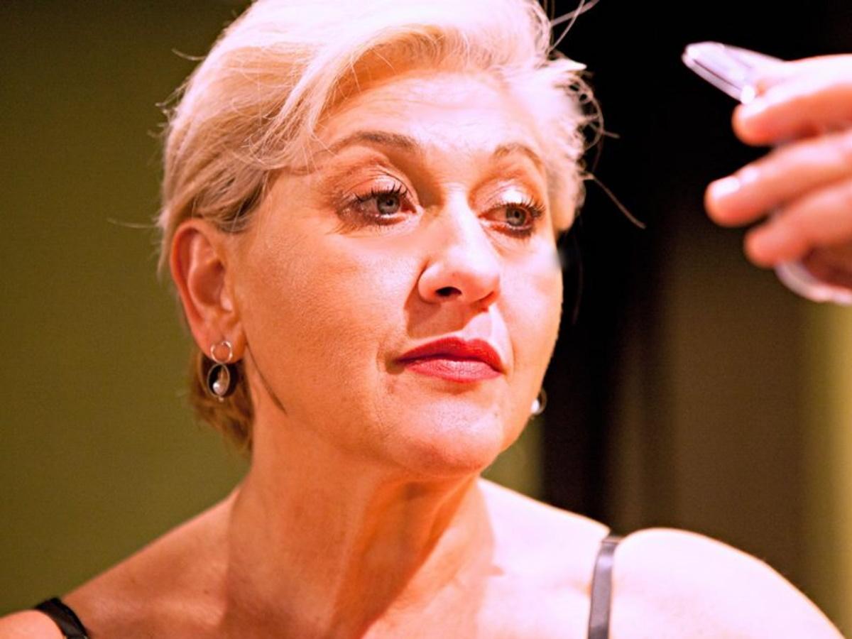 Η ηθοποιός Μπέττυ Νικολέση κάνει συγκλονιστικές αποκαλύψεις για τον Γιώργο Κιμούλη στο T-Live