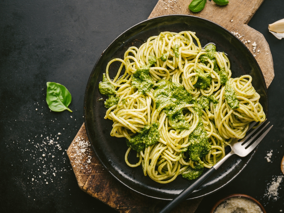 Συνταγή για μακαρονάδα με πέστο και αβοκάντο